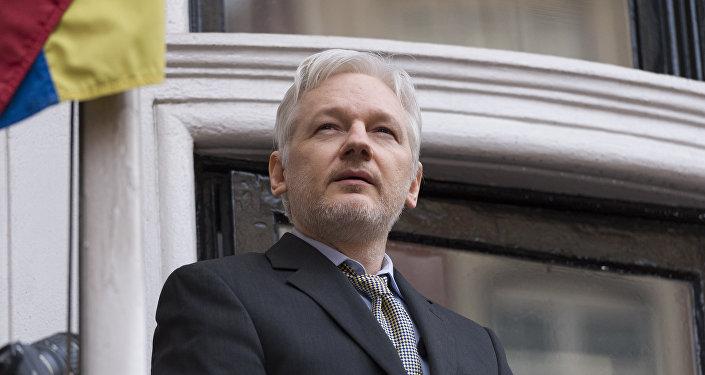 Julian Assange arrêté dans l'ambassade d'Équateur à Londres