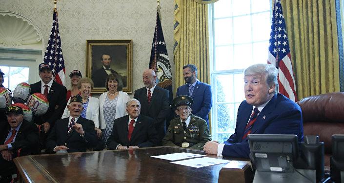 Donald Trump et des anciens combattants de la Seconde Guerre mondiale à la Maison-Blanche