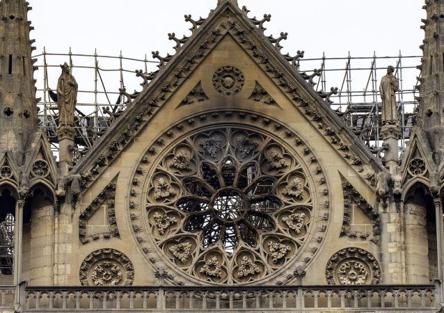 La cathédrale Notre-Dame de Paris après l'incendie du 15 avril 2019