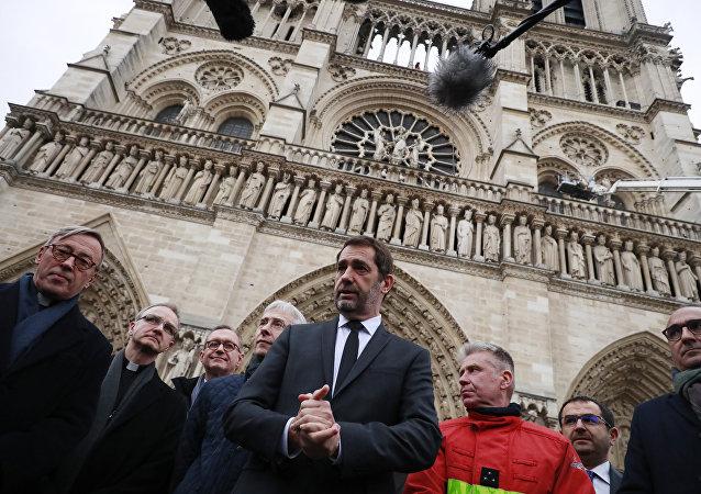 le ministre de l'Intérieur Christophe Castaner au lendemain de l'incendie de Notre-Dame