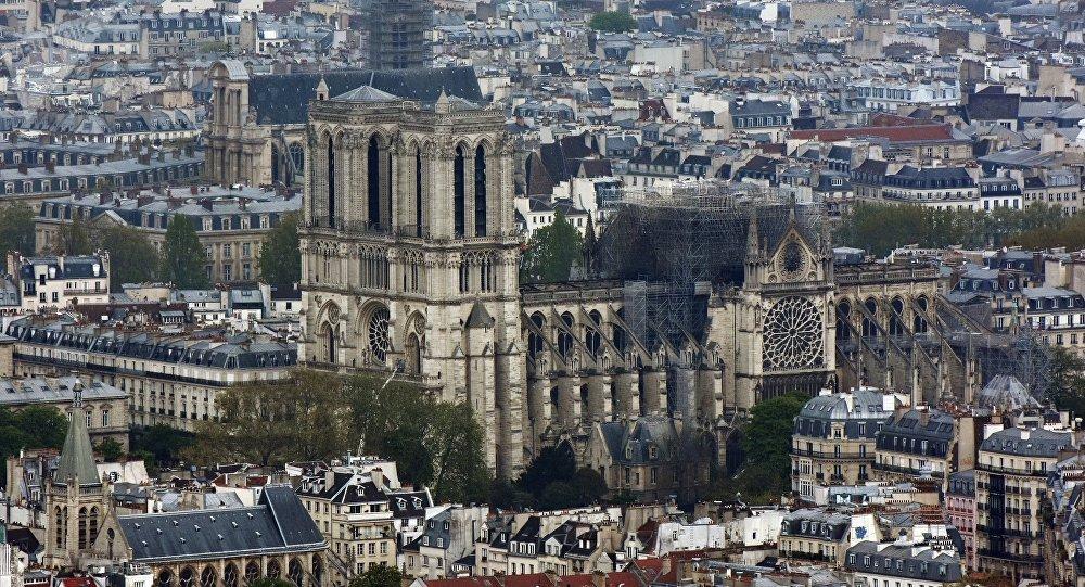 La cathédrale Notre Dame de Paris après l'incendie