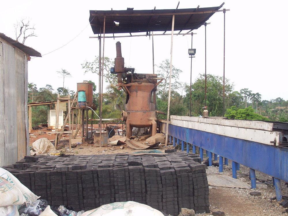 Une vue du site de fabrication de pavés de la fondation Cœur d'Afrique à Olembé, Yaoundé.