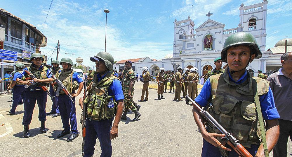 Forces de sécurité au Sri Lanka après une série d'explosions le 21 avril 2019
