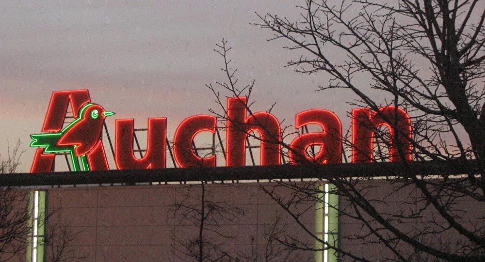 Auchan va vendre des dizaines de magasins en France pour la 1ère fois, menaçant 700 postes