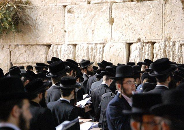 Des Juifs à Jérusalem (image d'illustration)