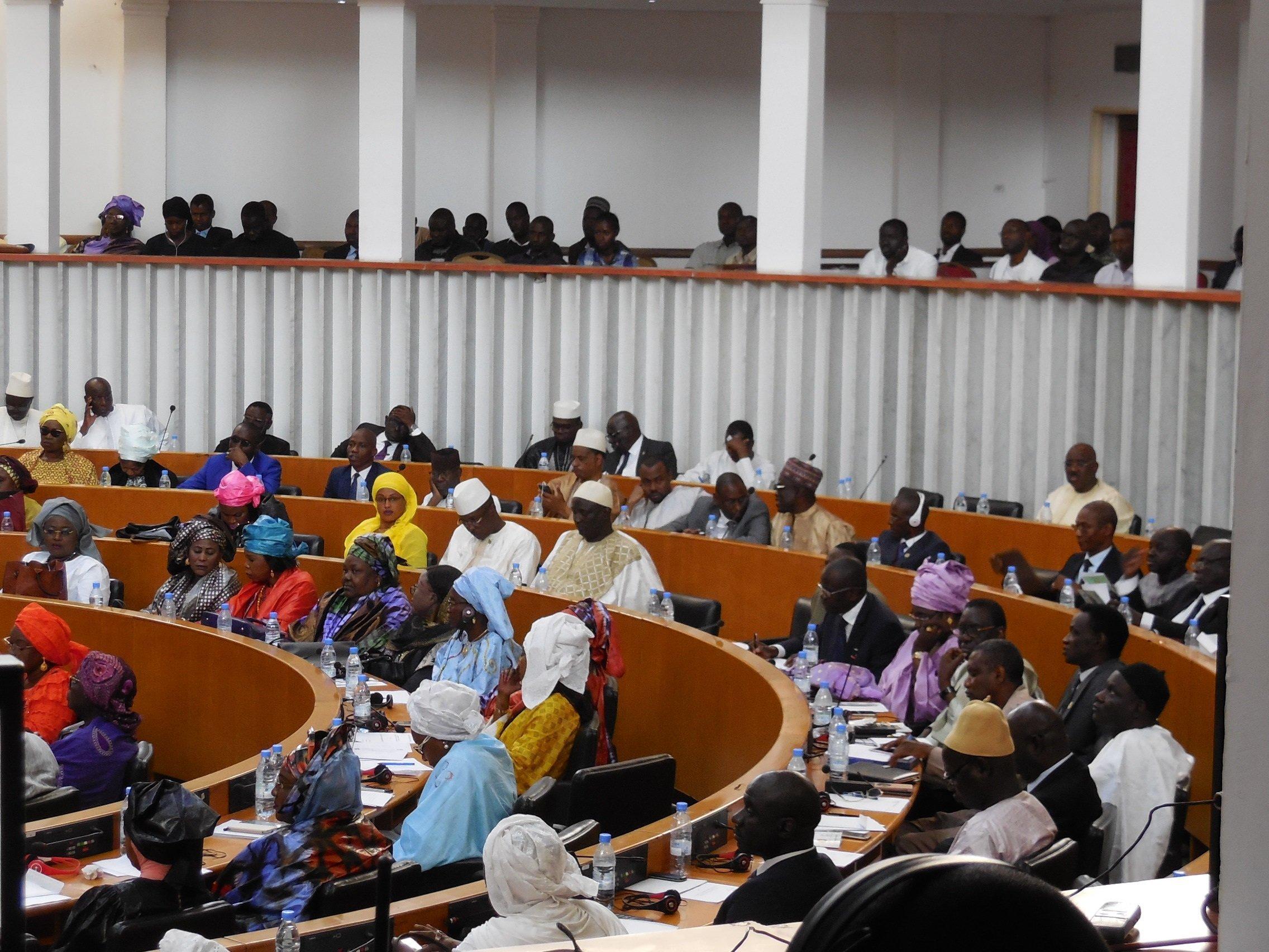 Vue partielle de l'Hémicycle de l'Assemblée nationale du Sénégal le 4 mai 2019 lors de l'examen du projet de loi pour supprimer le poste de Premier ministre au Sénégal