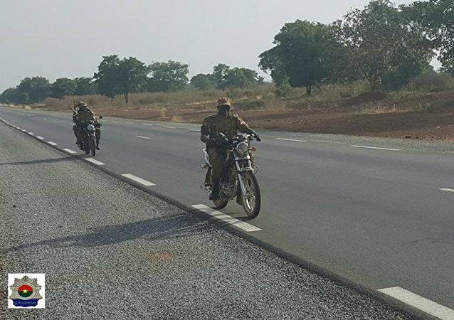 Une patrouille motorisée de gendarmes burkinabè
