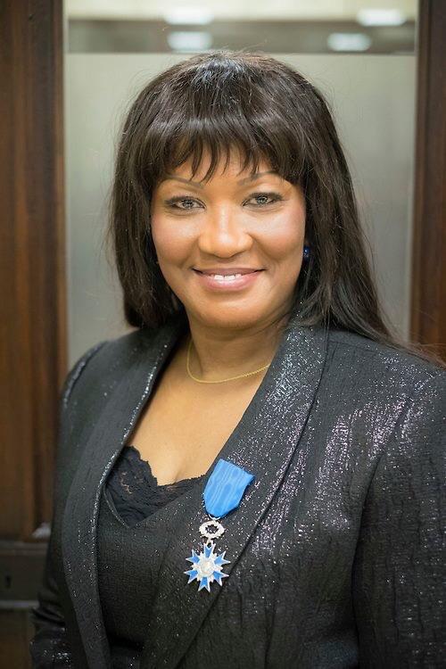 Sylvie Fofana, décorée Chevalier de l'ordre national du Mérite français