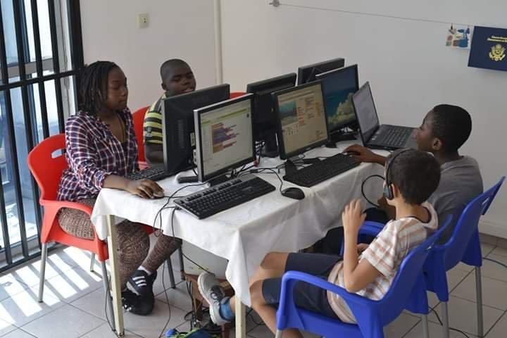 Une séance de formation avec les apprenants de Genius center à Douala.
