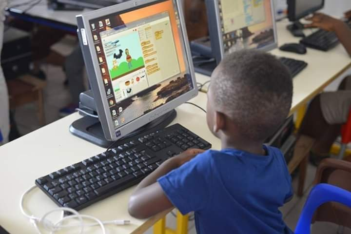 Un apprenant de Genius center en plein exercice au centre de Douala