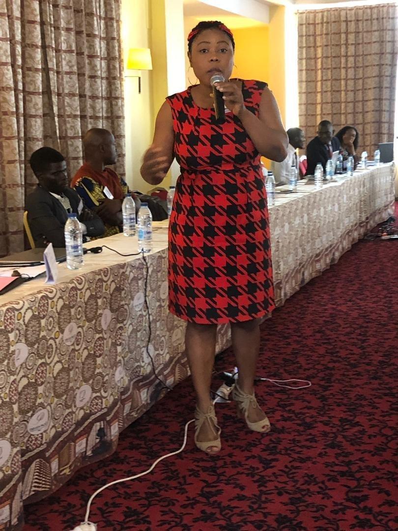 Danielle Akini, lors d'une rencontre de partage d'expériences sur le digital.