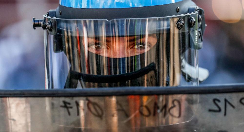Une policière lors d'une manifestation des Gilets jaunes à Paris (Image d'illustration)