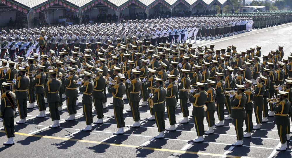 Le Corps des Gardiens de la révolution islamique (CGRI) participe à un défilé militaire à Téhéran