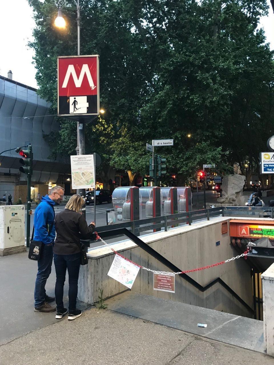 Station de métro fermée en Italie