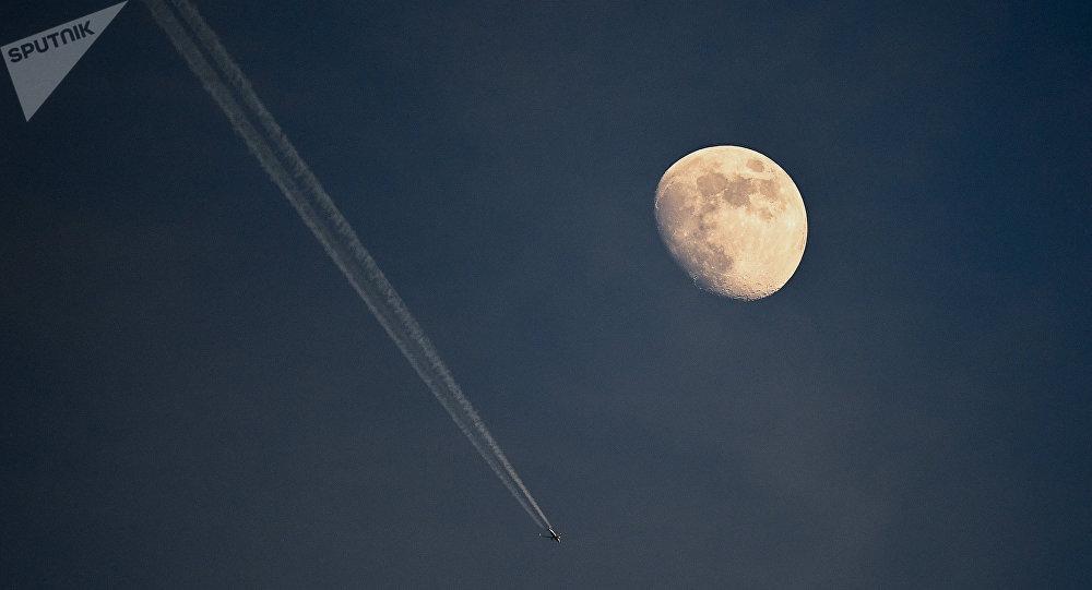 la lune (image d'illustration)