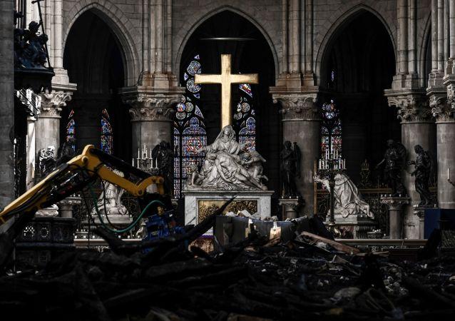 Travaux de restauration dans la cathédrale Notre-Dame de Paris