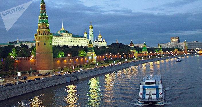 Vue de la rivière Moskova et du Kremlin dans la soirée, 2003