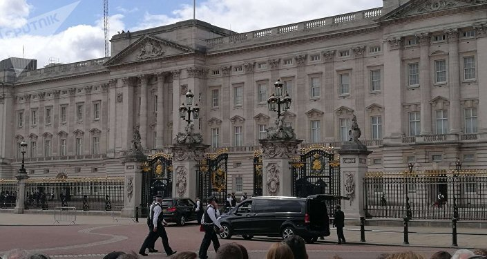 L'ambiance devant le Palais de Buckingham juste avant l'arrivée de Donald Trump