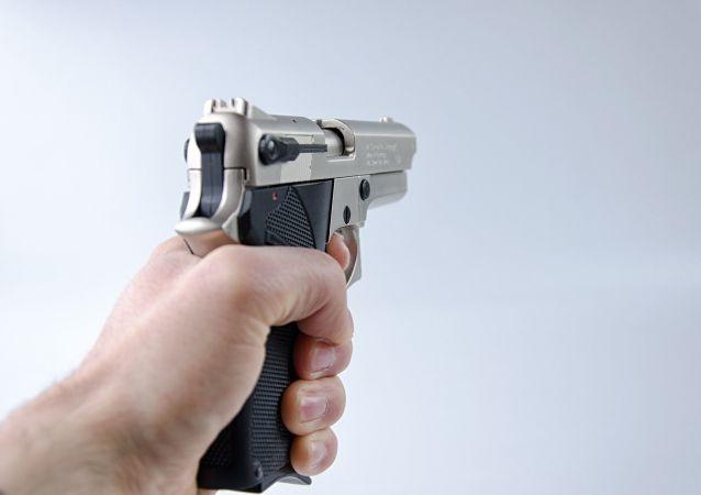 Une arme de poing