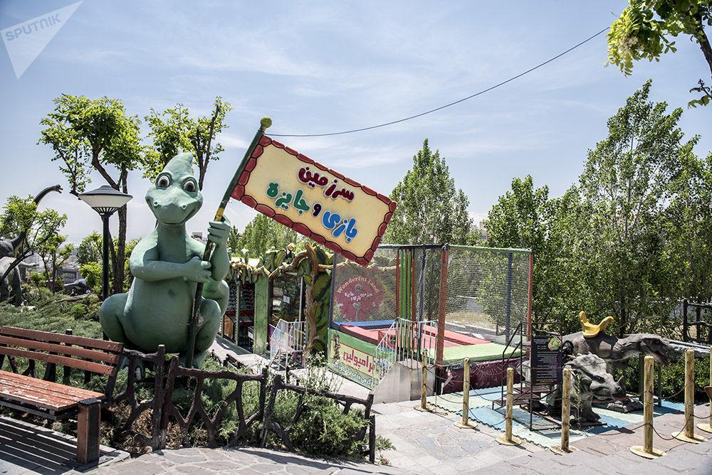 Téhéran, son parc d'insectes géants et son parc jurassique