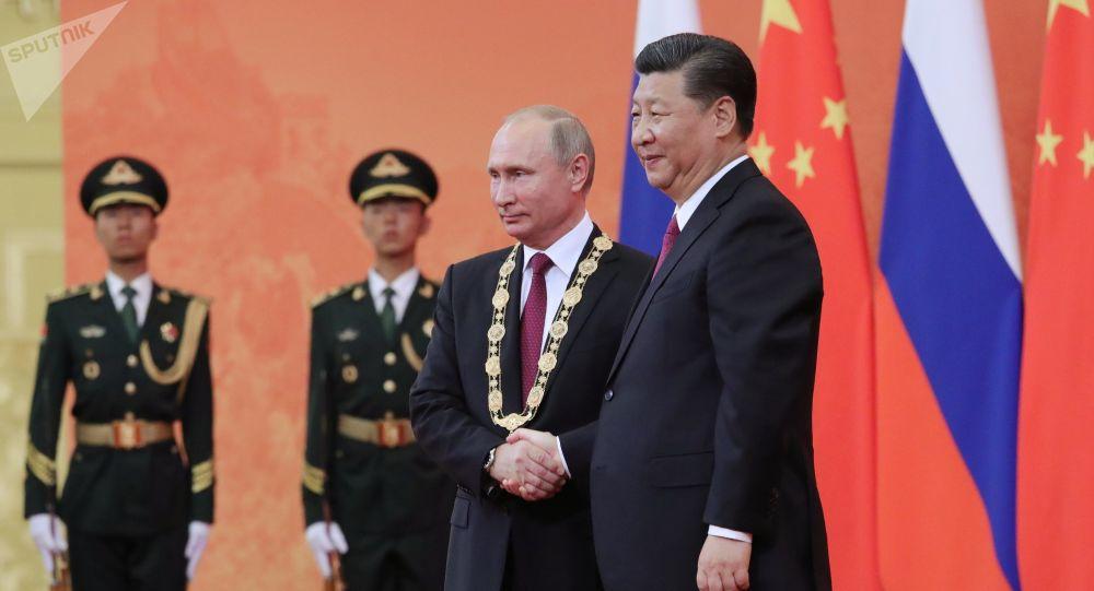 Chinese President Xi Jinping awards Putin the Order of Friendship.