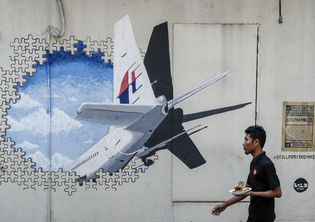 Un graffiti avec l'image du Boeing MH370 disparu