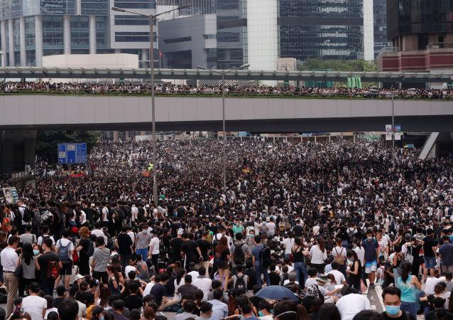 Les manifestants paralysent Hong Kong