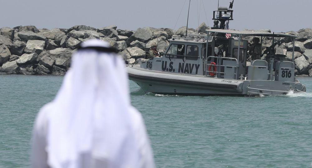 L'Iran aurait déployé la maquette d'un porte-avions US dans le détroit d'Ormuz