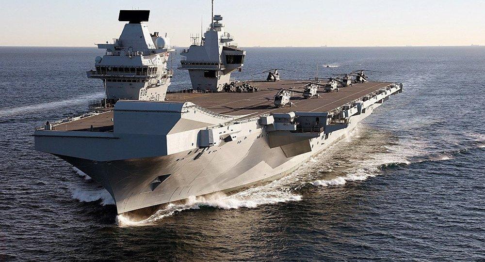 Le navire-jumeau du HMS Prince of Wales, notamment, le porte-avions HMS Queen Elizabeth