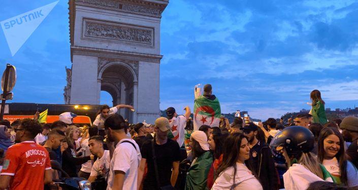 L'Algérie qualifiée pour la demi-finale de la Coupe d'Afrique, les Champs-Élysées en liesse, le 11 juillet 2019