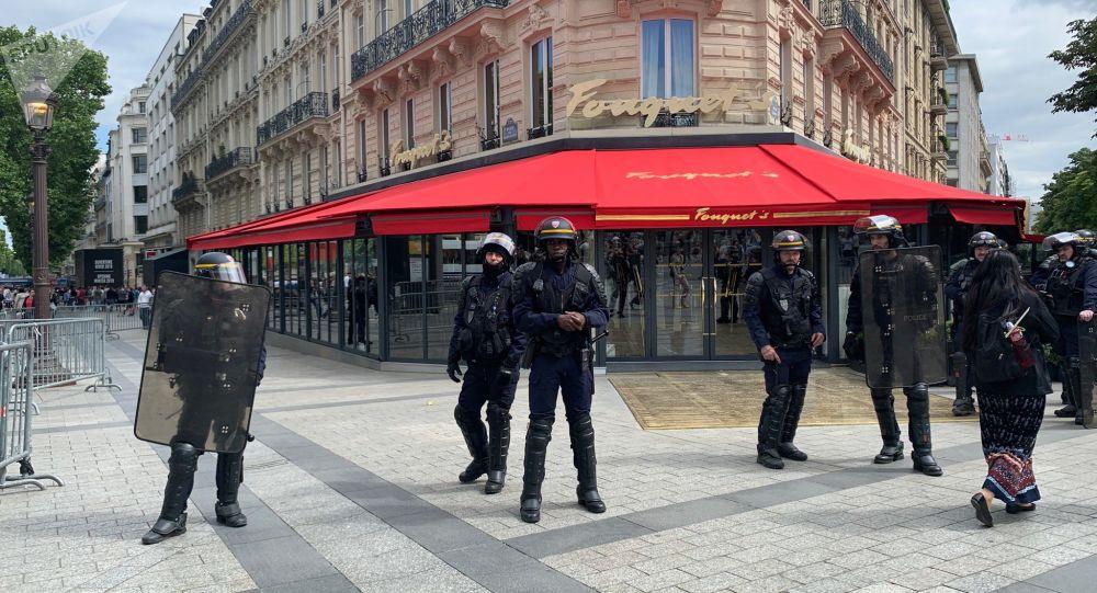 Le Fouquet's protégé lors de la manif des Gilets jaunes le 14 juillet