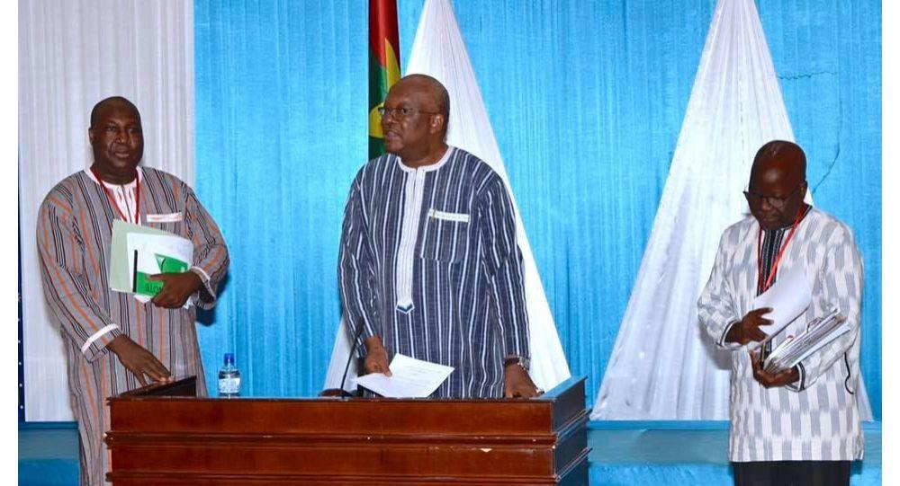 Présidentielle au Burkina Faso: l'opposition en rangs serrés contre Roch Kaboré