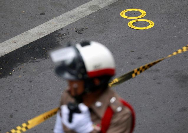 Un policier thaïlandais après une petite explosion à Bangkok
