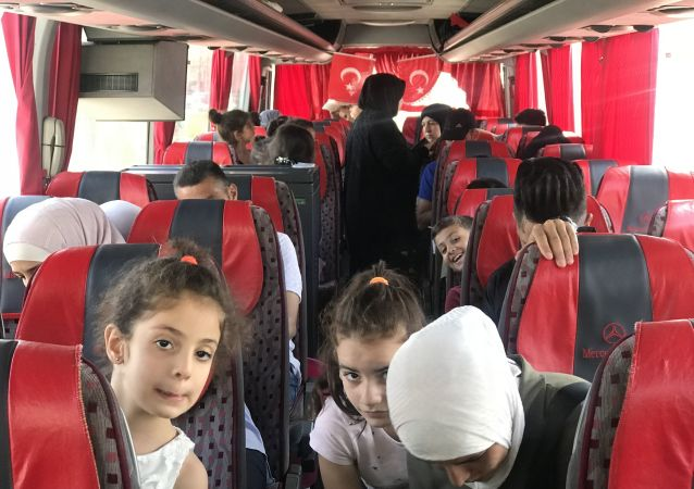 Des réfugiés syriens rentrent chez eux depuis la Turquie
