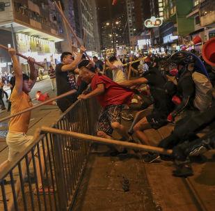 Des affrontements à Hong Kong