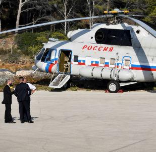 Un hélicoptère russe Mil Mi-8 au fort de Brégançon