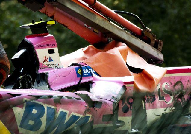 Un accident lors d'une course de Formule 2