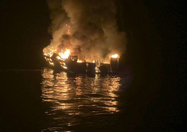 Incendie d'un bateau de tourisme en Californie