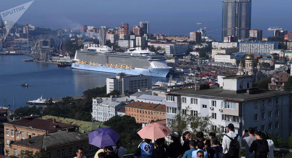Le plus grand bateau de croisière de l'histoire de la Russie Spectrum of the Seas à Vladivostok
