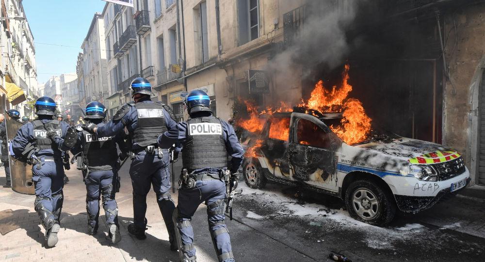 Une voiture de police incendiée à Montpellier