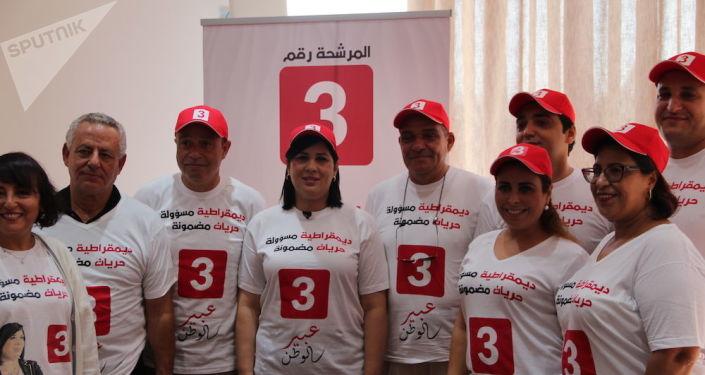 Abir Moussi, entourée de son équipe de campagne, à Tunis, le 6 septembre 2019