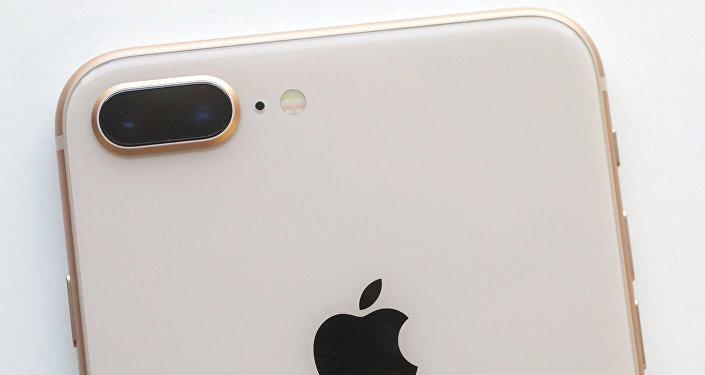 Logo d'Apple sur l'iPhone 8 Plus