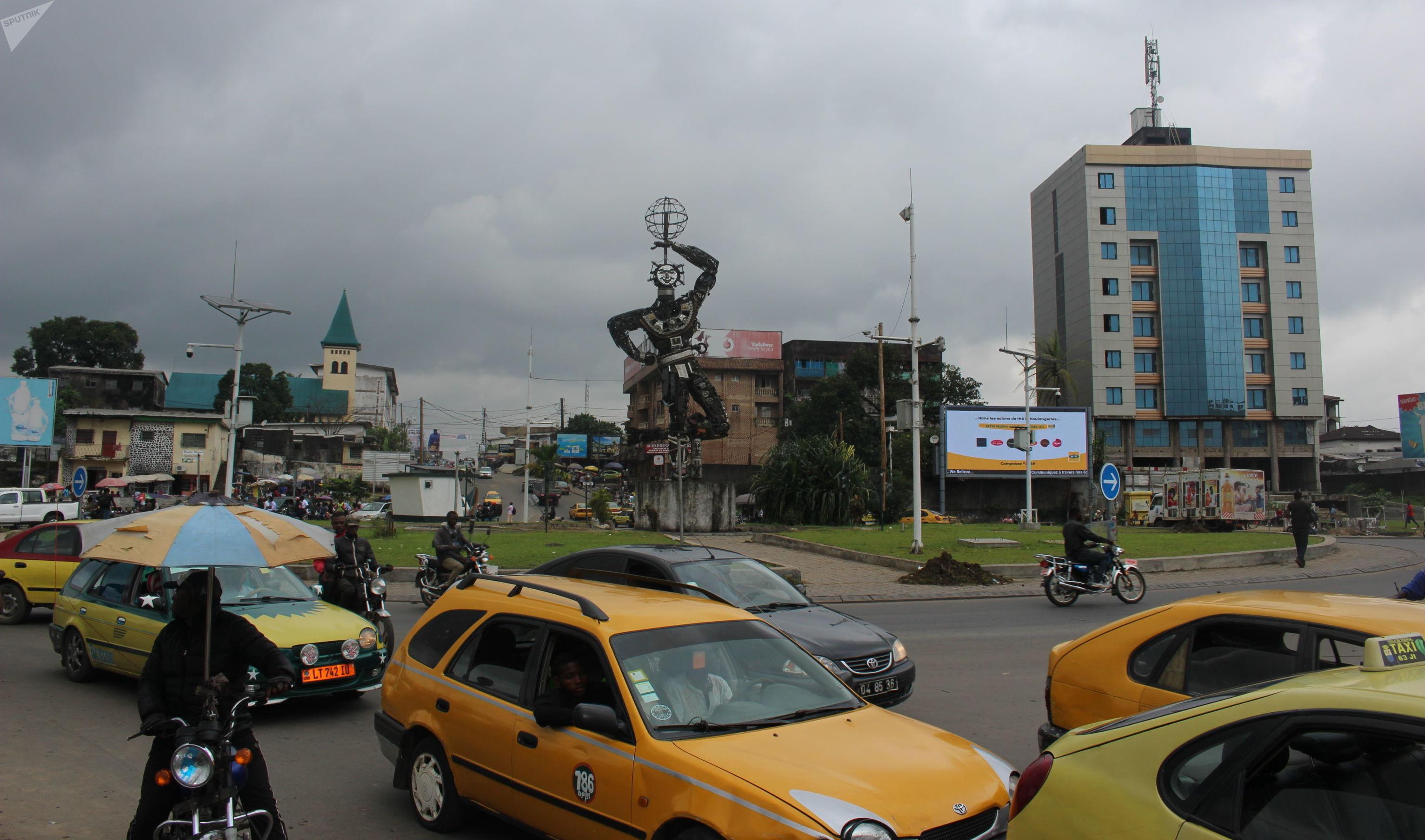 Une vue du rond-point Deido à Douala, ville natale de Samuel Eto'o