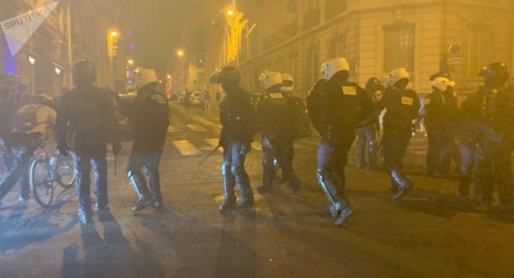 L'acte 45  sur les Champs-Élysées 21 septembre 2019