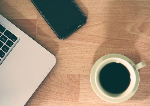 Un café et un portable