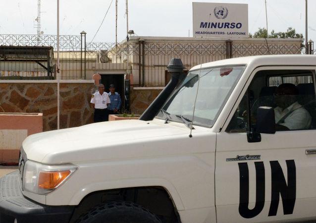 Véhicule de l'ONU devant le quartier général de la Minurso à Laayoune, ville la plus importante du Sahara occidental