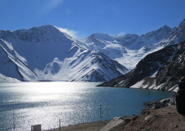 Des montagnes au Chili (image d'illustration)