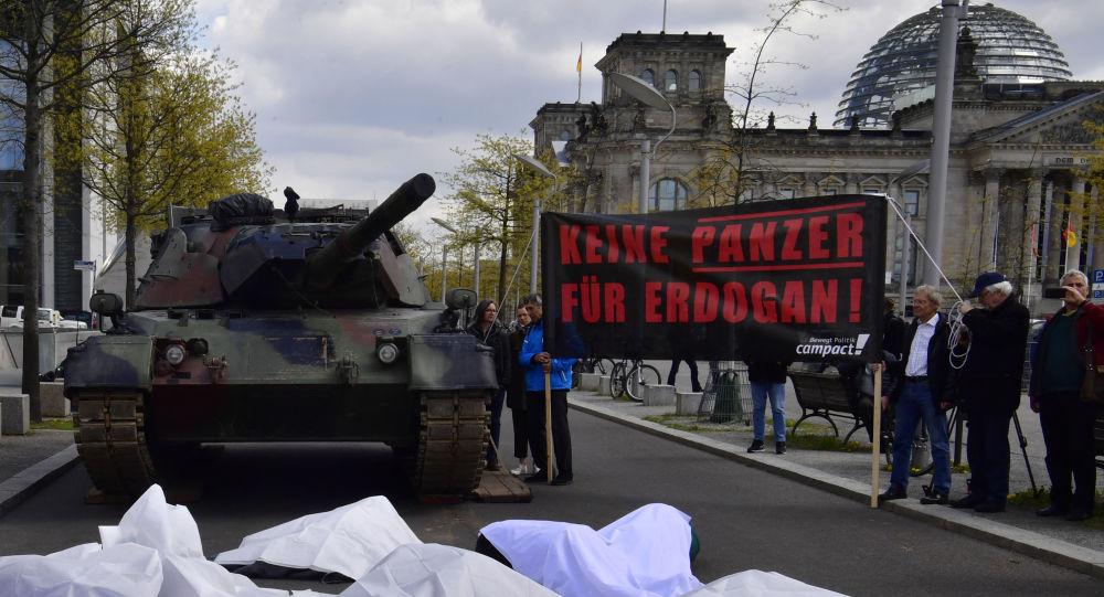 Manifestation contre les livraisons d'armes allemandes à la Turquie devant le Bundestag, avril 2017 (image d'archive)