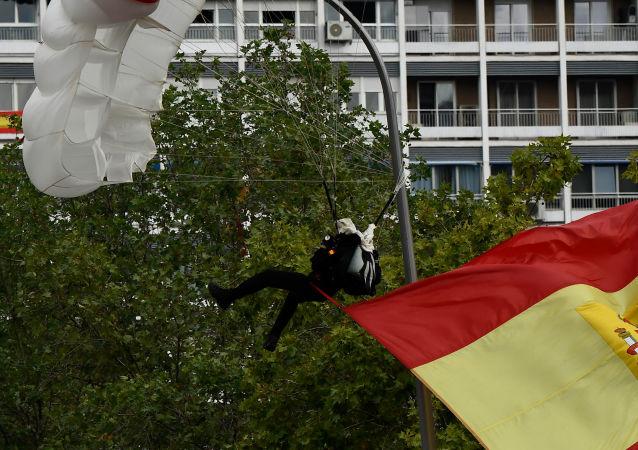 un parachutiste à Madrid