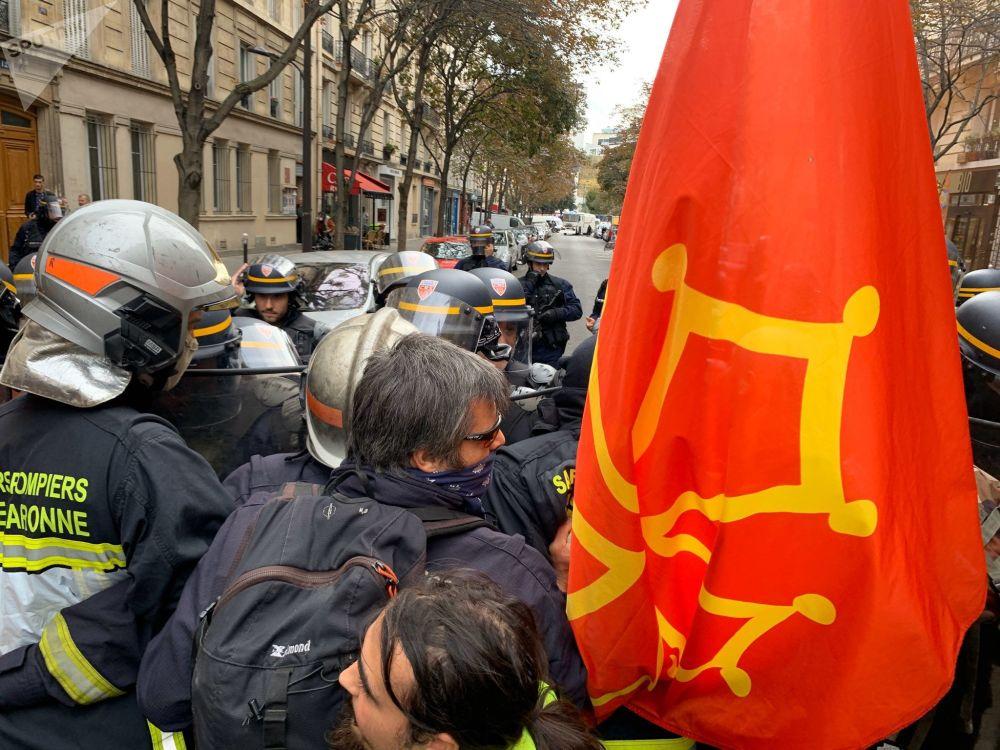 Manifestation des pompiers à Paris, le 15 octobre 2019 // Sputnik